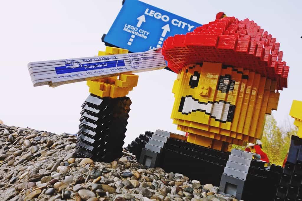 lego001-min